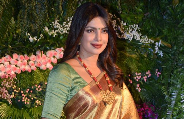 मराठा रानी अहिल्याबाई होल्कर के रोल के लिए प्रियंका चोपड़ा को कास्ट करना चाहते हैं मनोज मुंतशिर