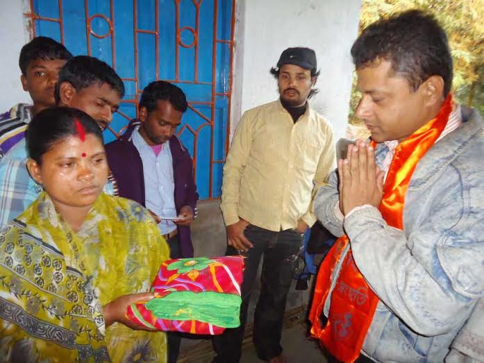 Hindu Samhati activists distributing relief material to Hindu victims (Photo 1)