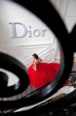 Backstage at Christian Dior Haute Couture, Printemps/Été 2012. Photo by Gerard Uferas.