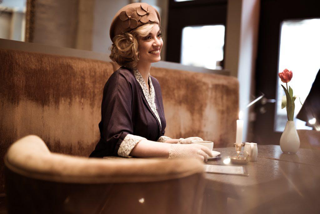 Heller Teint Schmale Brauen Schritt Für Schritt Zum 30er Jahre Makeup