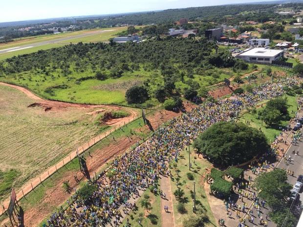 Manifestantes saíram para passeata por volta das 10 horas  (Foto: Giuliano Tamura/ TV TEM )