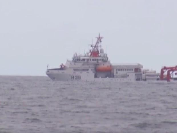 Navio-sonda faz buscas por piloto desaparecido em Saquarema (Foto: Repordução/ Inter TV)