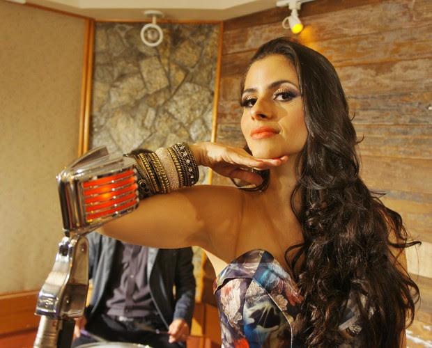 Mira Callado grava clipe de 'Linda Rosa' (Foto: Reprodução)