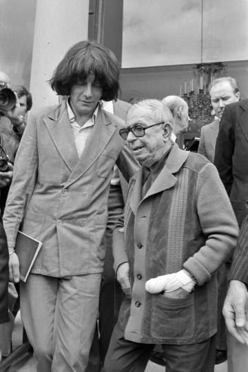 André Glucksmann (izquierda) y Jean-Paul Sartre, en el Palacio del Elíseo en junio de 1979.