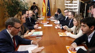 Els equips negociadors del PSOE i de Ciutadans, reunits aquest dimecres a la tarda al Congrés (EFE)