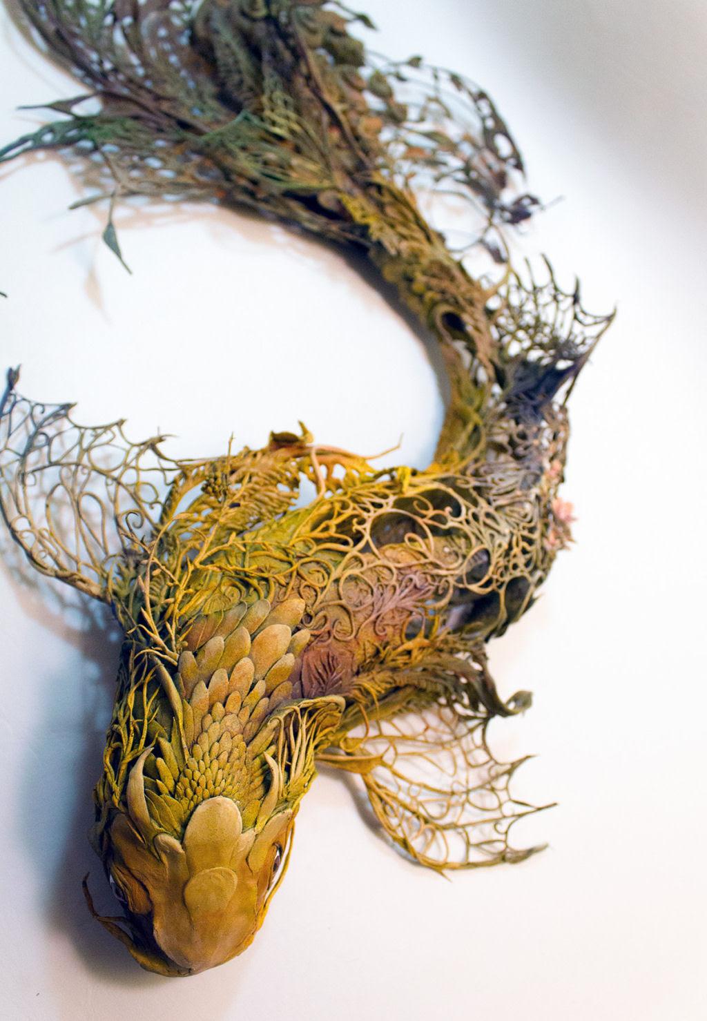 As esculturas surrealistas de Ellen Jewett mesclam plantas e vida animal 04