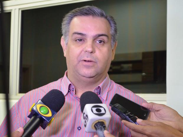 O diretor geral do Hospital Regional de Cacoal, Marco Aurélio Vasquez, disse que o quadro do menino é estável e que em Porto Velho terá melhores condições de tratamento. (Foto: Rogério Aderbal/G1)