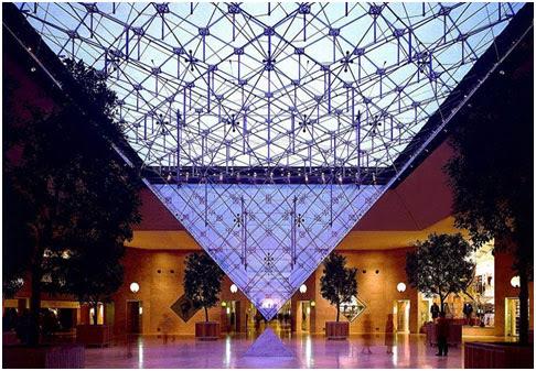 Carrousel Du Louvre - Paris (França), subsolo do museu   Foto: Divulgação