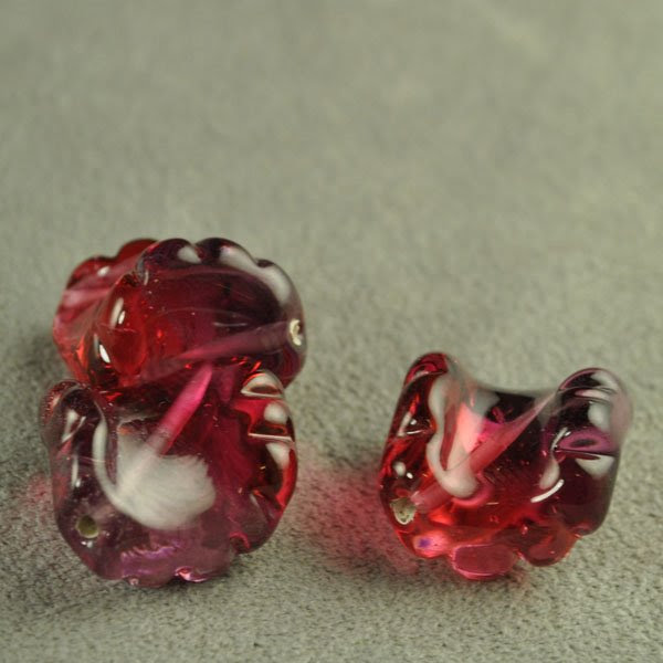 s33716 Artisan Lampwork -  Twisted Oval - Cranberry Amethyst (1)