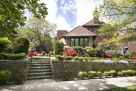 WHAT'S IT LIKE TO LIVE ON ONE OF NYC'S SECRET GARDENS | Terrace Sotheby's International Realty