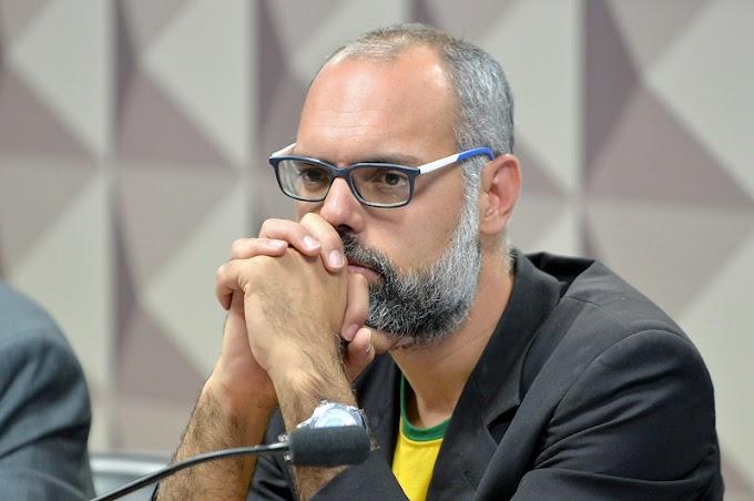 Moraes determina prisão e extradição do blogueiro Allan dos Santos