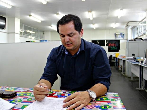 Diretor de engenharia da Seminf, Antônio Nelson, cobra otimização de análise dos projetos (Foto: Adneison Severiano/G1 AM)
