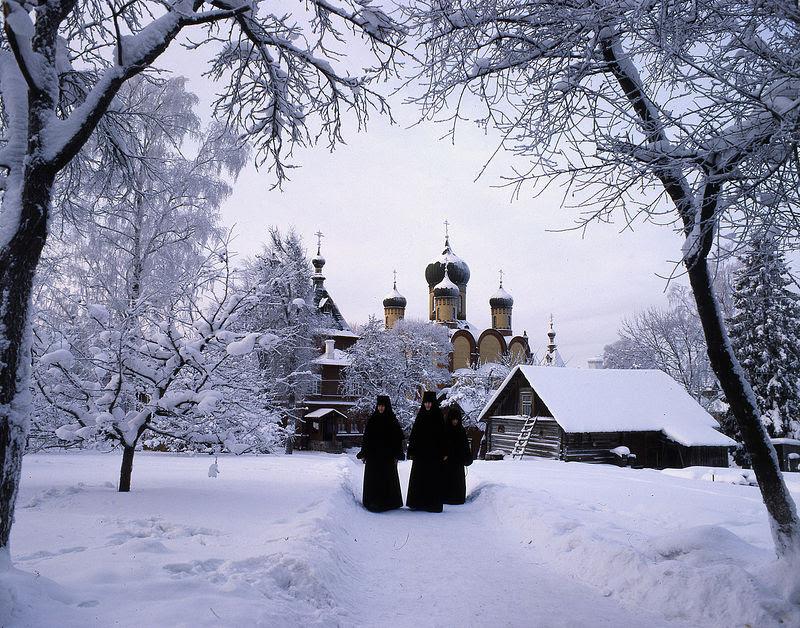 Пюхтицы зимой. Фотографии из книги «Пюхтица – Святая гора»