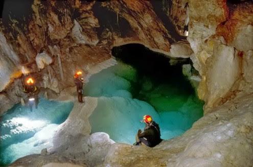 το-μυθικό-σπήλαιο-των-λιμνών-4