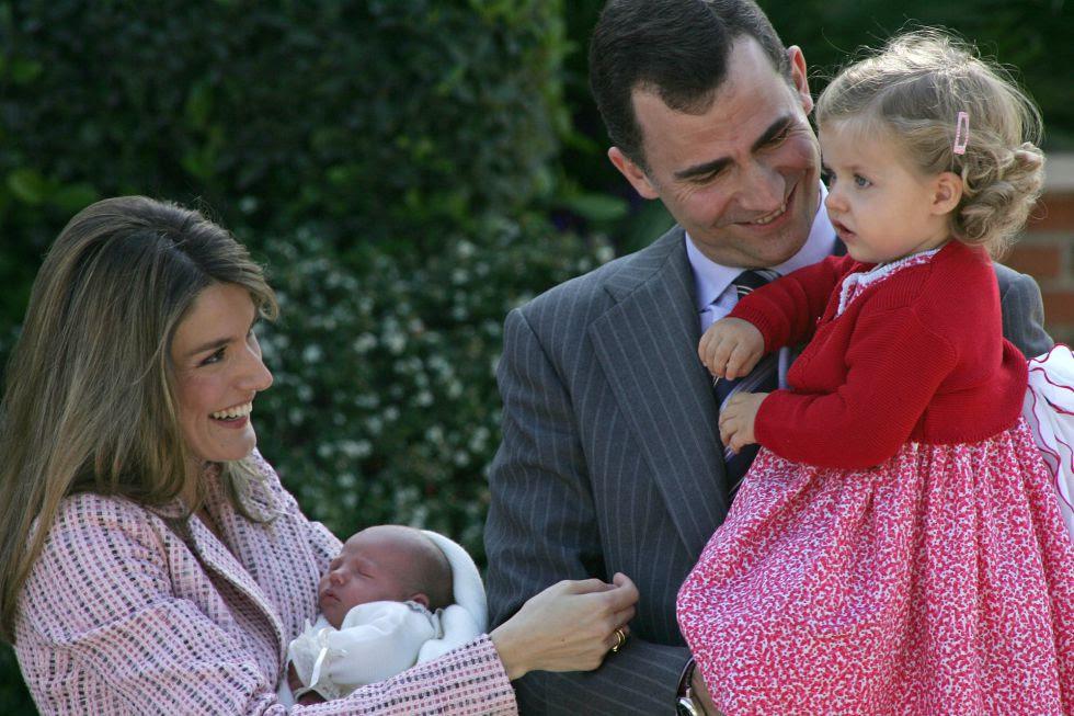 Los Príncipes de Asturias, Felipe y Letizia, presentaron a la infanta Sofía, su segunda hija, el 4 de mayo de 2007.