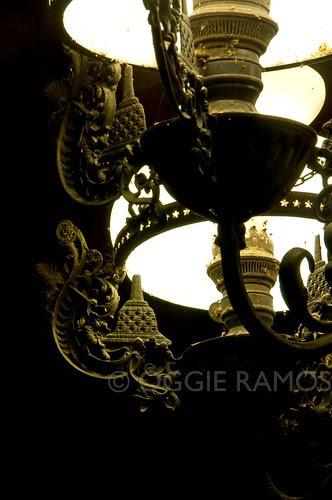 Indonesia - Borobudur Manohara Lamp Details