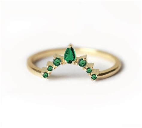 Best 25  Emerald wedding bands ideas on Pinterest   Gold