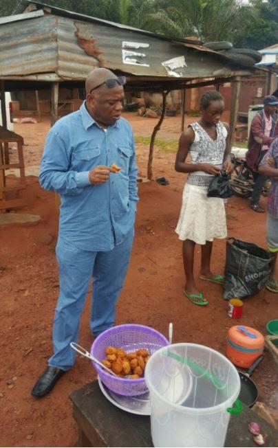 Former Abia Gov. OrjI Uzor Kalu Spotted Munching Akara in Public (Photos)