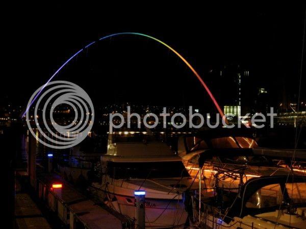 Photo - Gateshead Millenium Bridge at Night