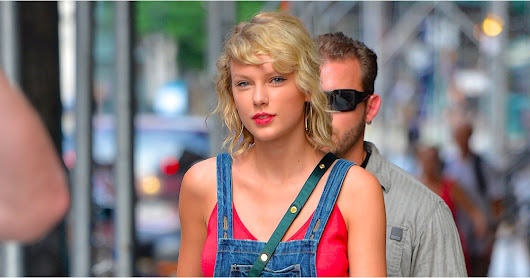 Taylor Swift Wearing a Denim Dress August 2016 | POPSUGAR Fashion