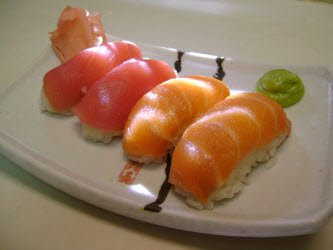 http://www.allaboutsushiguide.com/images/333xNxsalmon-and-tuna-nigiri-on-sushi-plate.jpg.pagespeed.ic.ATzCW-gAlF.jpg