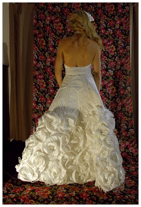 Wedding Dresses Made Out Of Toilet Paper ? Obsessed
