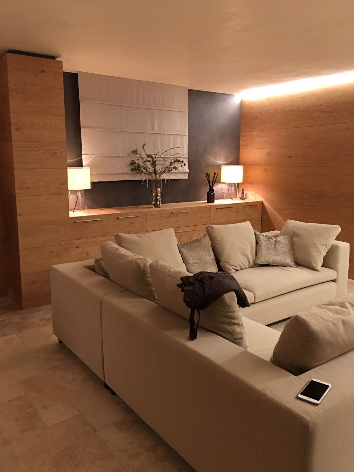 arredo salone in legno Malta