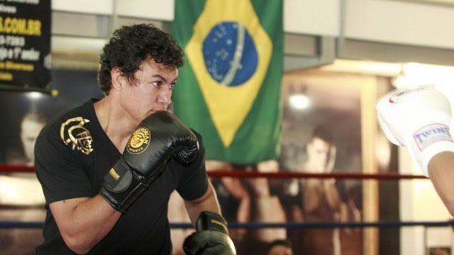 O ex-pugilista foi desafiado pelo lutador Michael Oliveira, de 21 anos