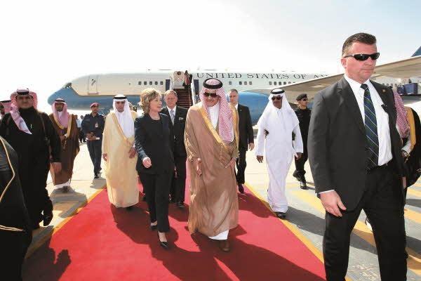 2010년 사우디아라비아 방문 때 외무장관 사우드 알파이살 왕자와 함께 2010년/김영사 제공, AP Photo, Hassan Ammar