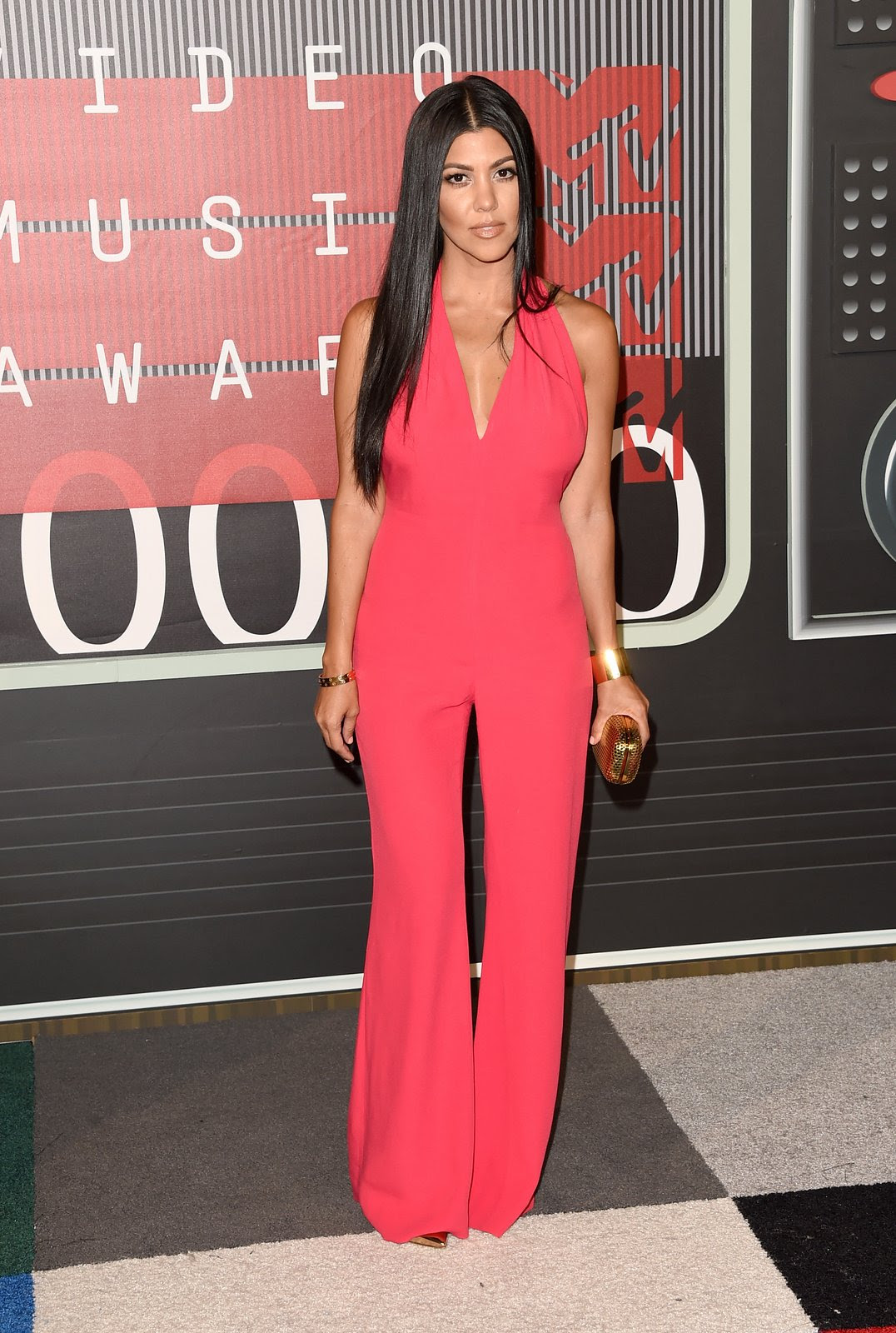 http://media.vogue.com/r/h_1600,w_1240/2015/08/30/kourtney-kardashian-vma-2015.jpg