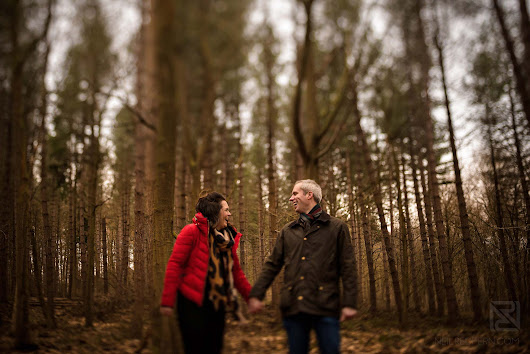 Woodland engagement shoot | Photographs in the forest