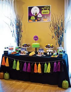 absolutely stunning spooky cupcakery party.  Well worth clicking through to see all the gorgeous photos