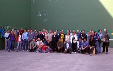 Encuentro de albokaris en Hernani, 26-09-2004. En el centro Eujenio Etxebarria, albokari tradicional. (Foto: H M T Txokoa)