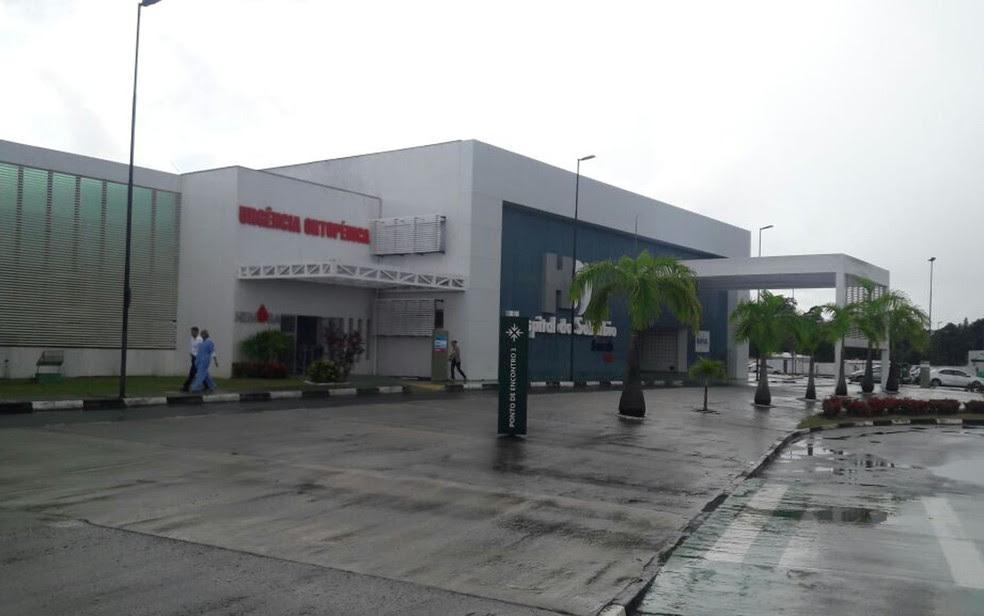 Capitão da PM é baleado durante assalto; vítima foi socorrida para o Hospital do Subúrbio (Foto: Vanderson Nascimento/ TV Bahia)