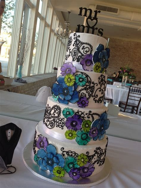 ?Elizabeth Ann? Paisley & watercolor daisy wedding cake in