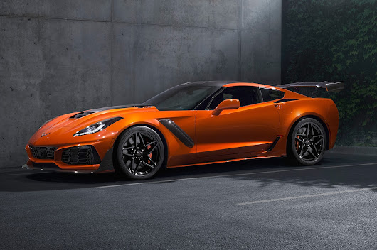 2019 Chevrolet Corvette ZR1 First Look: Big Power, Big Wing, Big Bet - Motor Trend