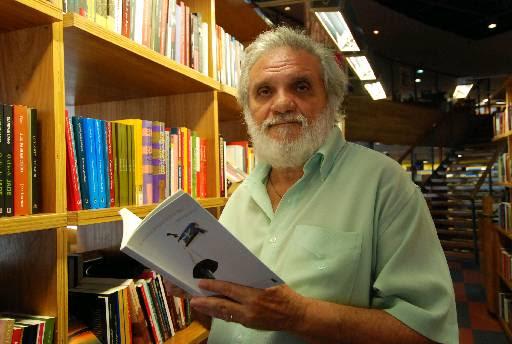 Escritor Raimundo Carrero. Crédito: Ricardo Fernandes/DP/D.A Press.