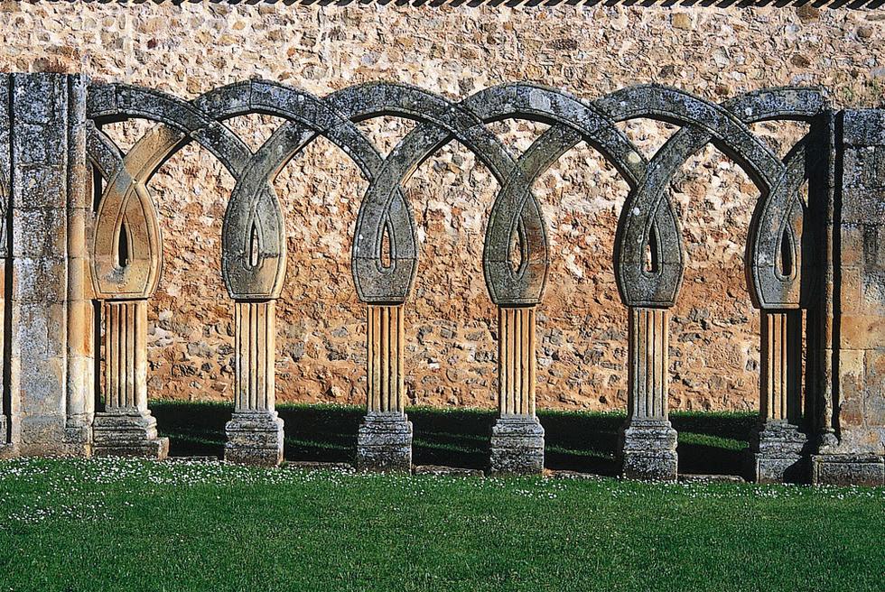 Arquería del lado norte de San Juan del Duero, en Soria
