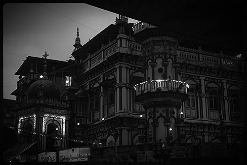 Minara Masjid Food Lane Beckons ,,, Ramzan Nights by firoze shakir photographerno1