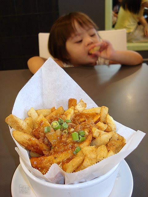 Fries with minced beef sauce