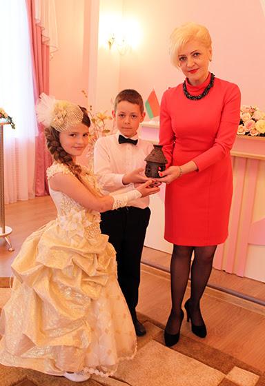 огонек семейного очага Елене Клоковой вручают «Непоседы»