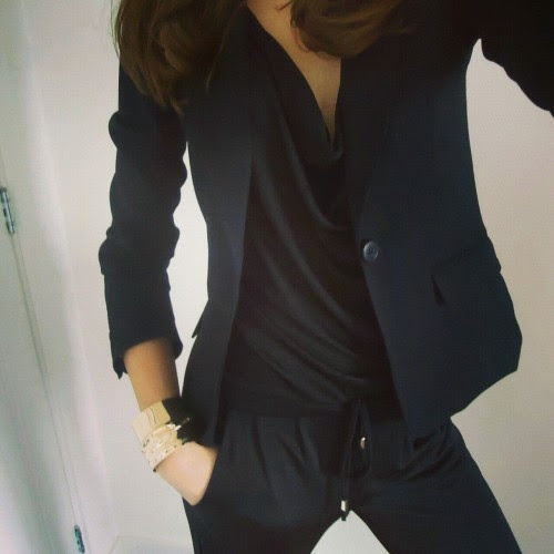 pure-natural:  Love black  There's nothing more attractive than a woman in a suit.