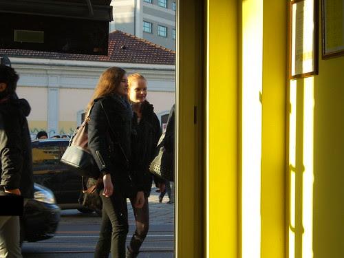 Il giallo caldo e giallo freddo by Ylbert Durishti