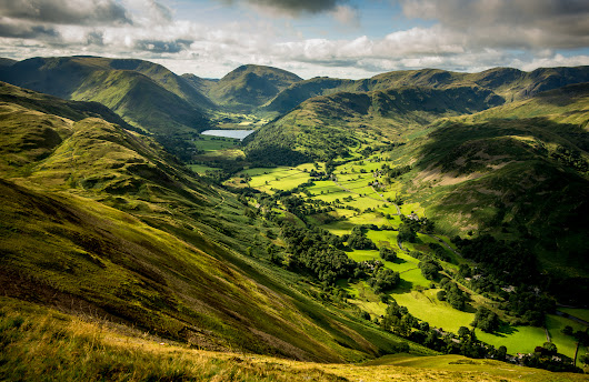 Perfect gift for those who love the Lakes  : The National Trust and the Lake District's World Heritage Site bid