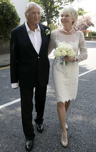 União política: a esposa de Ed Milliband de Justine Thornton em seu vestido Temperley (esquerda) e Michael Winner, com sua mulher Geraldine