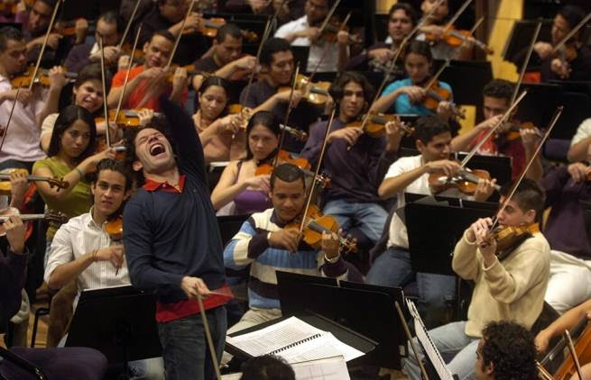 """""""... δεν είναι ορχήστρα, είναι επανάσταση ..."""""""