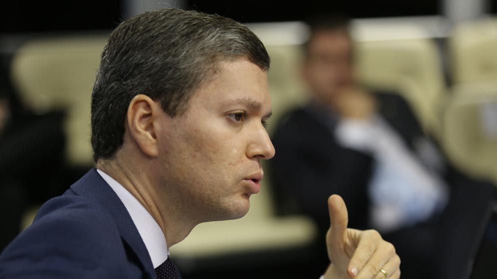 Dimite el ministro anticorrupción de Brasil por el escándalo de Petrobras