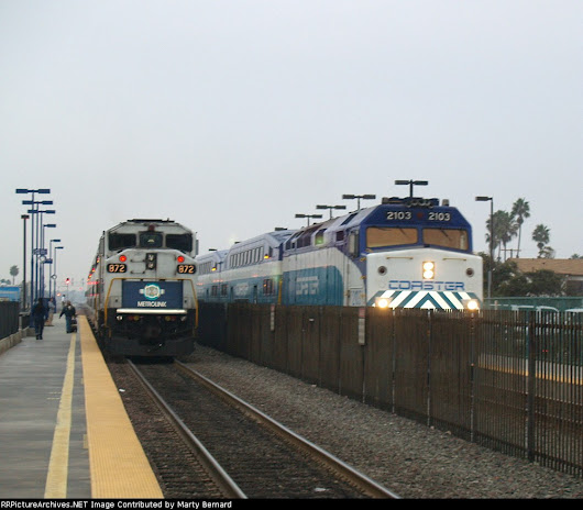 Image: Coaster and Metrolink Trains Meet at Oceanside and In a Few ...