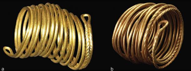Due anelli d'oro rilevati nella valle Tollense (una:.. Weltzin 32, l 2,9 cm Foto J. Krüger; b: Weltzin 4, l 3,1 cm..