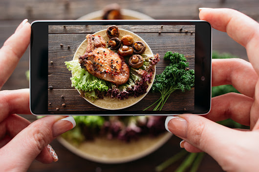 Restaurant Marketing: Food Pics and Social Media - Cover Funnel